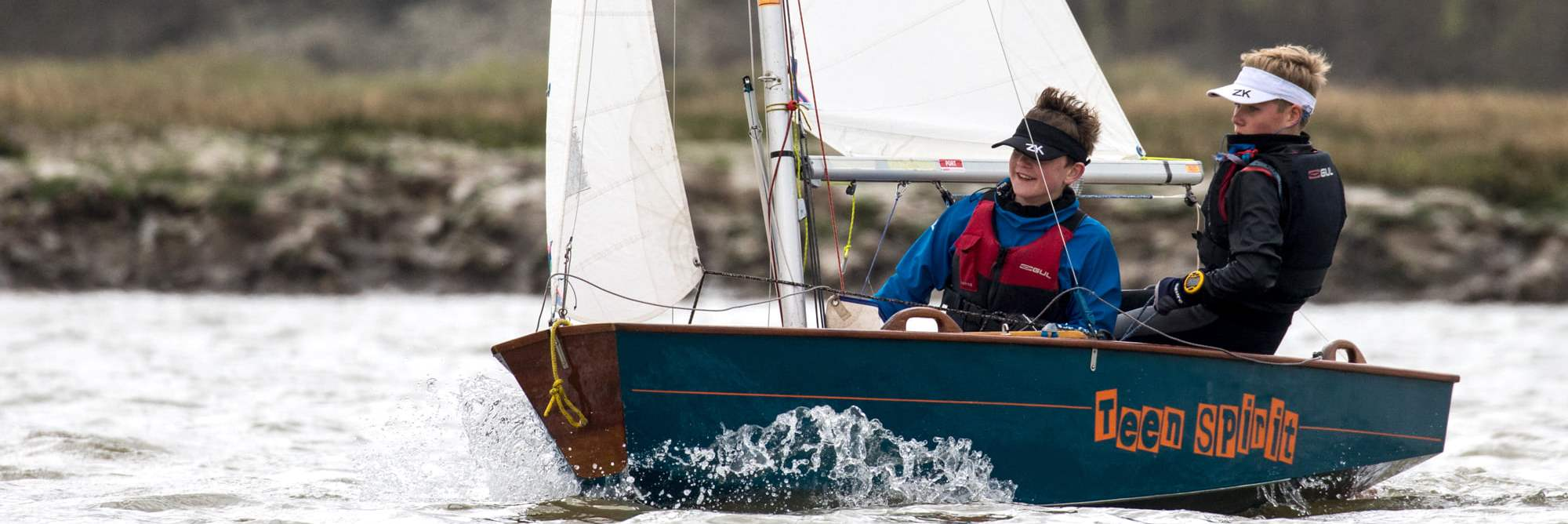 Waldringfield-Sailing-Club-Learn-to-sail-children-and-teenagers